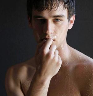 裸のブランドン・フリン